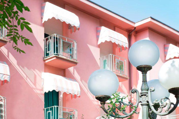 Dettaglio Facciata Hotel Villa Rosa 2 stelle sul mare